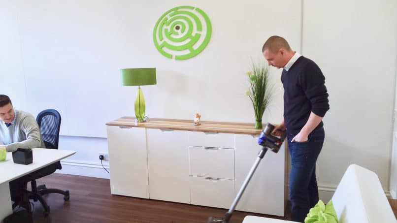 Method marketing with a vacuum cleaner.